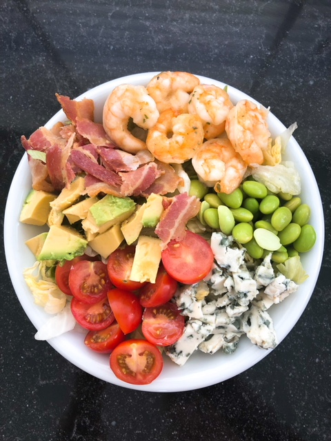 Recipe salad with shrimps, blue cheese and bacon